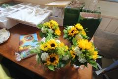 Blumen, Festbroschüre und Lebkuchen für die Ehrengäste